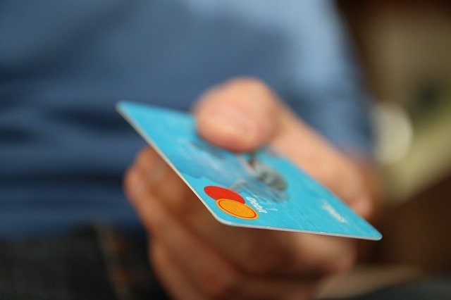 Learn How To Use Credit Cards Safely